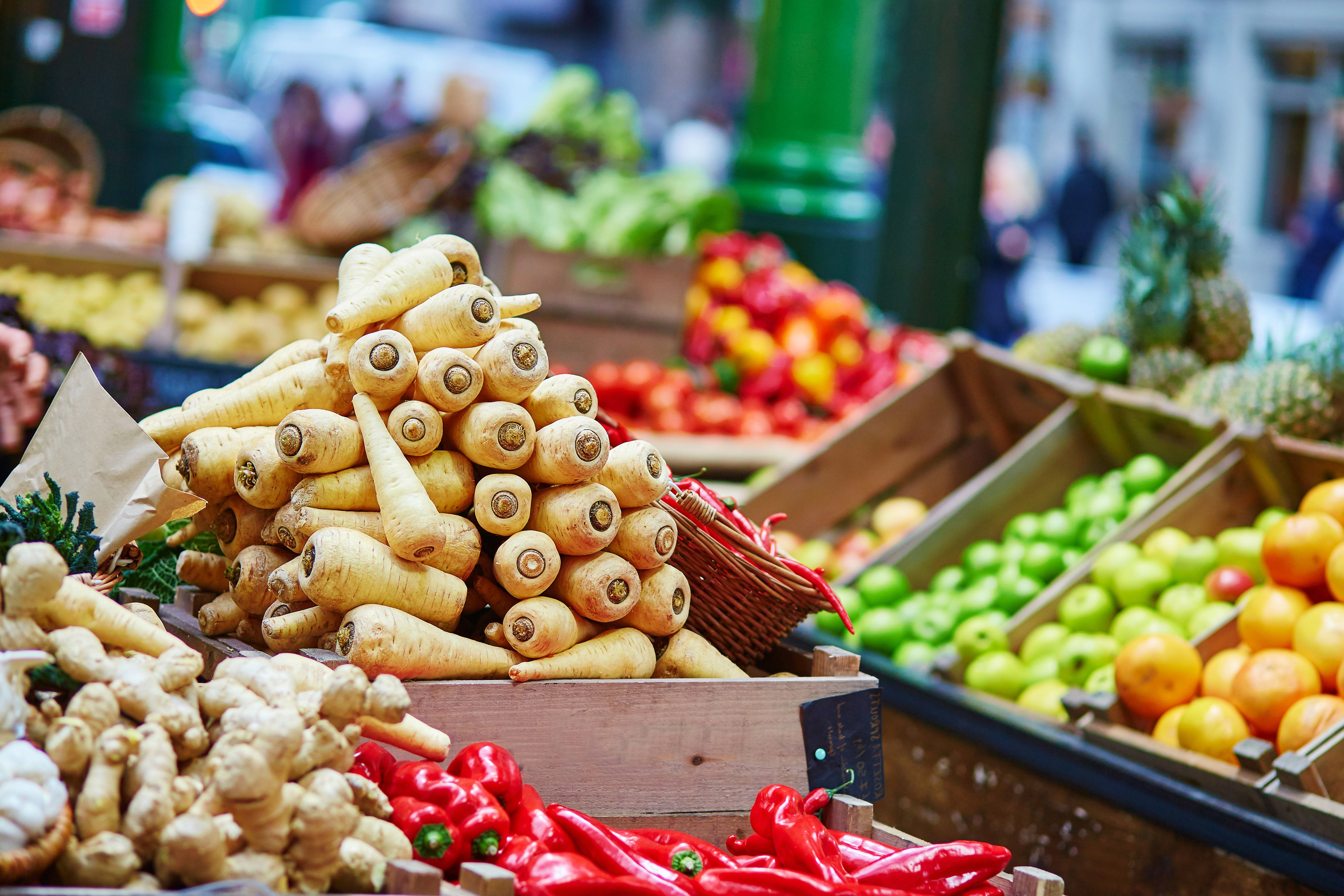 shutterstock_263701694 farmers market london-1