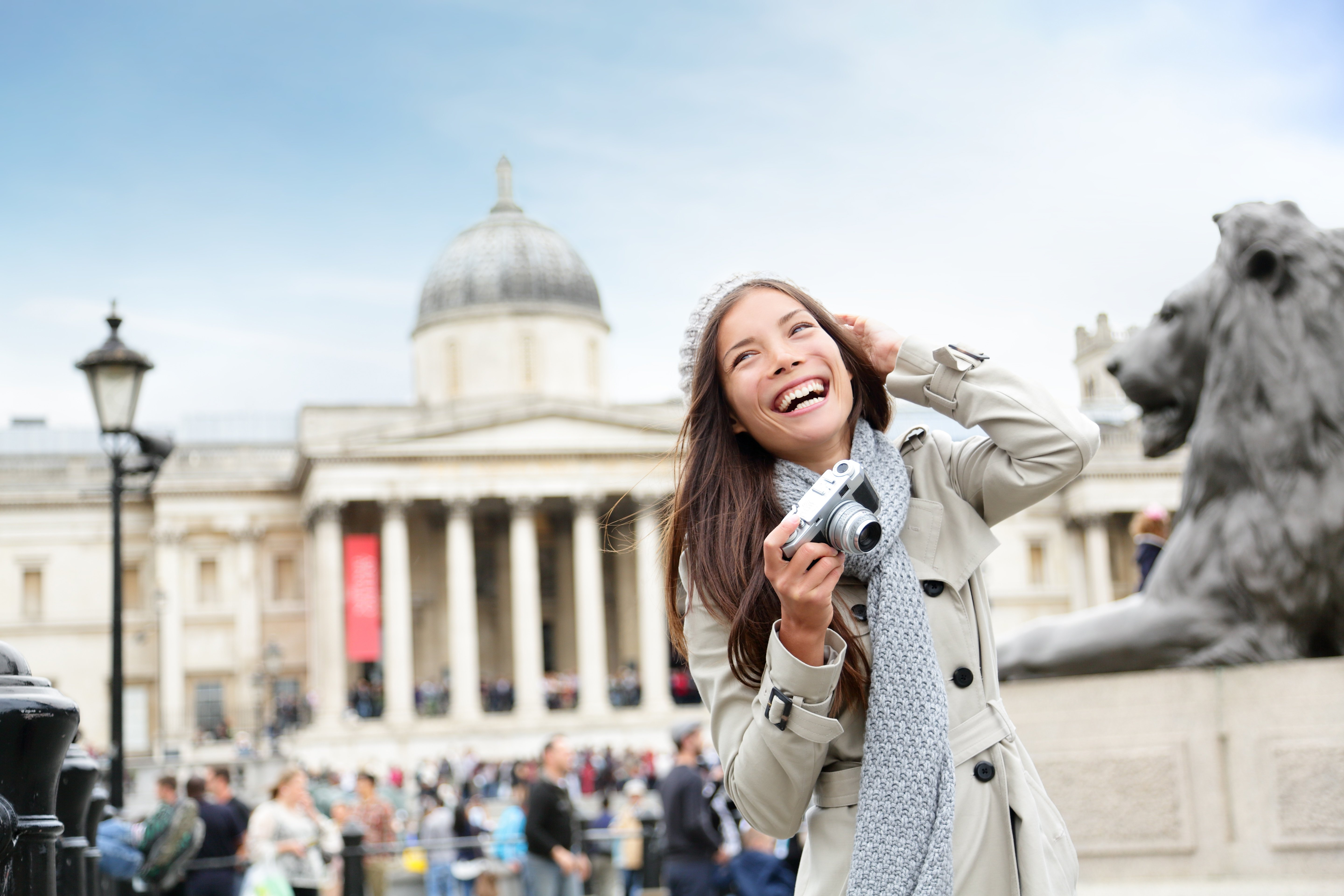 shutterstock_156517256_student_tourist_london_fun_1-1